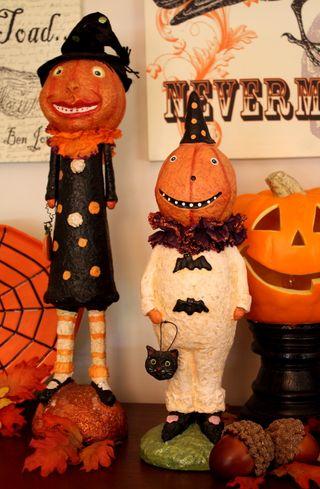 Halloween dining pumpkin pair