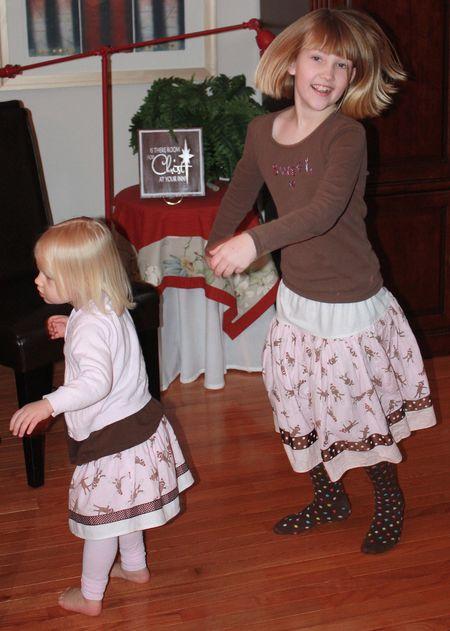 Girls dancing2