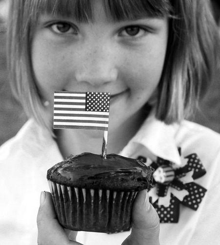 Flag-cupcake-bw