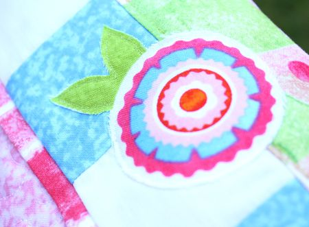 Pillow detail flower blog