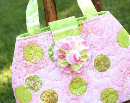 Curvy purse detail