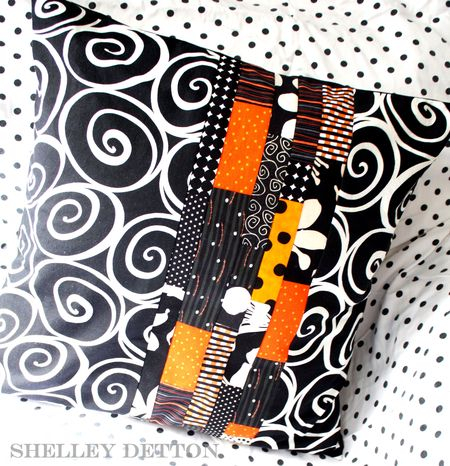 Strip-swirl-pillow-with-name