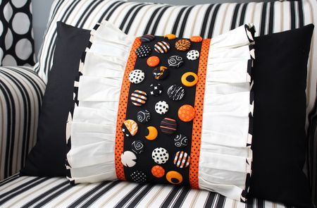 Button ruffle pillow2