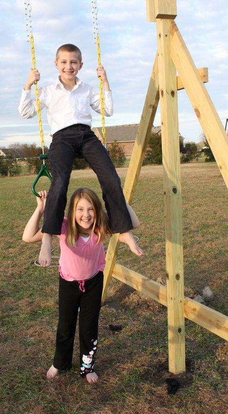 Kids swinging4