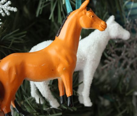 Horse ornament before